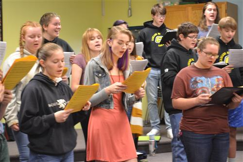 SHS/Cascade Choirs Practicing 1